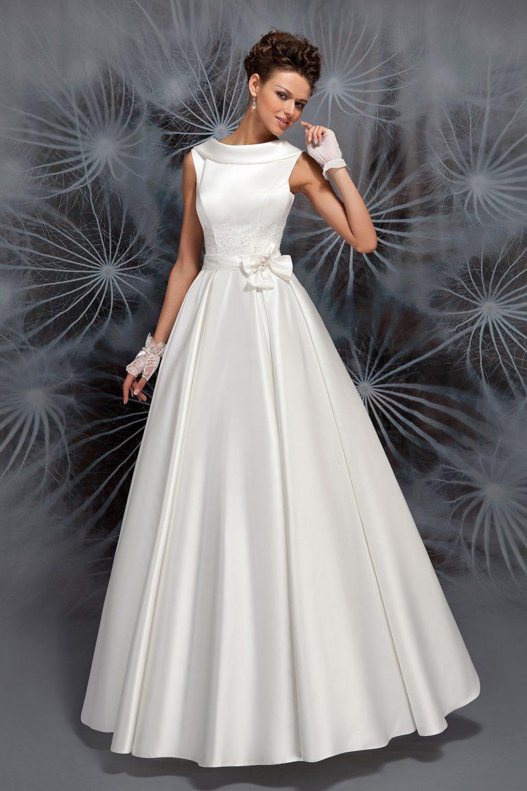 Robe de mariée col bateau en satin duchesse