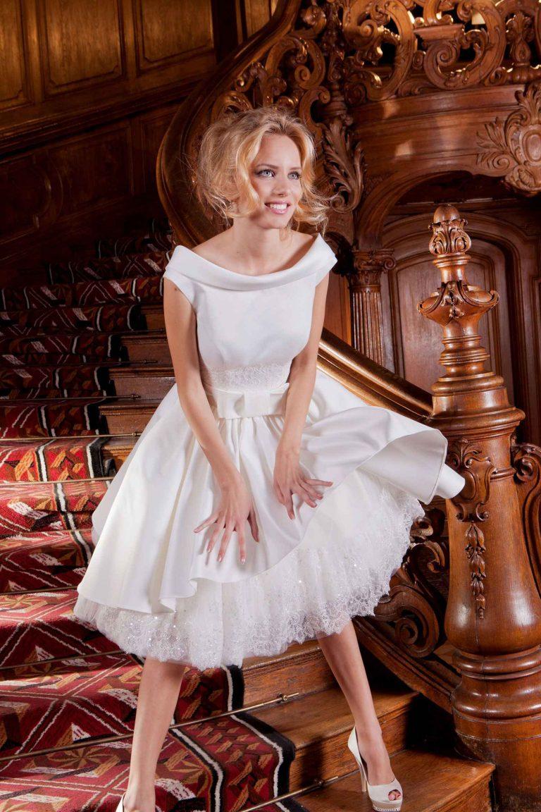Robe courte en satin duchesse