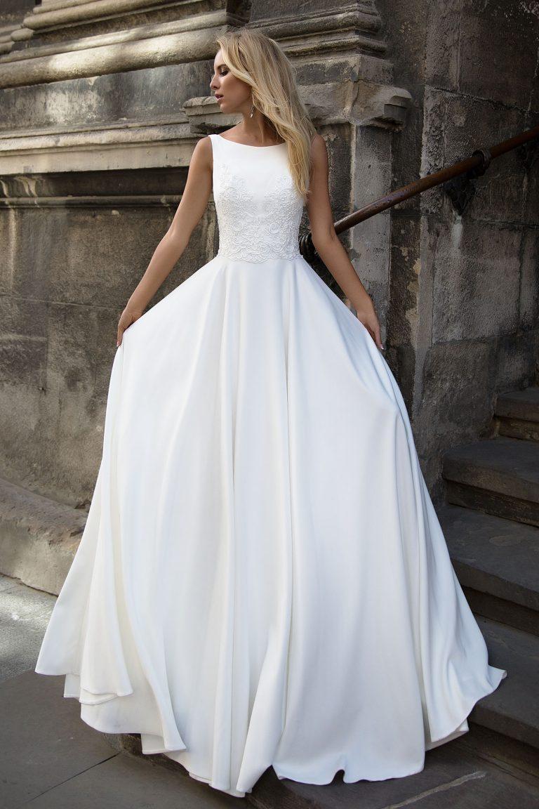 robe de mari e fluide avec dentelle sur le bustier oksana mukha paris. Black Bedroom Furniture Sets. Home Design Ideas