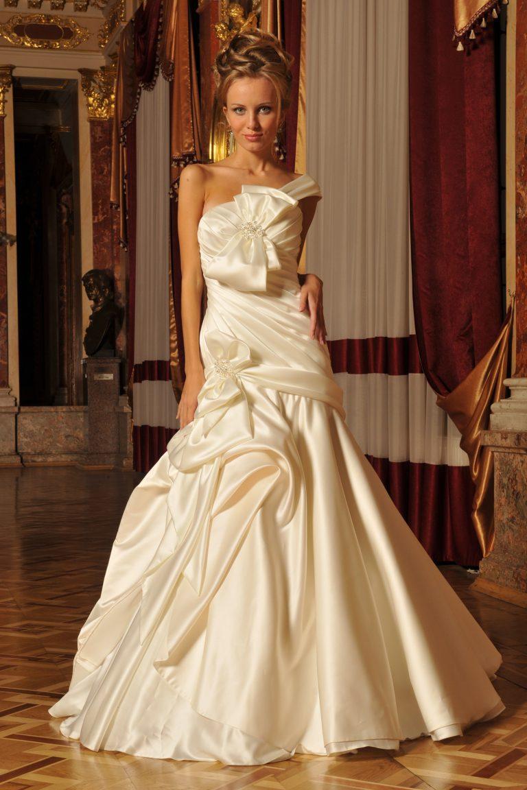 Robe de mariée avec des nœuds