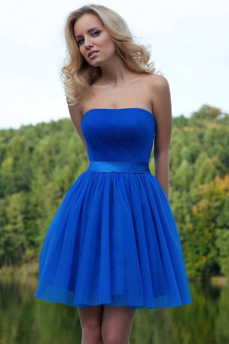 Robe de cocktail bleue en soie