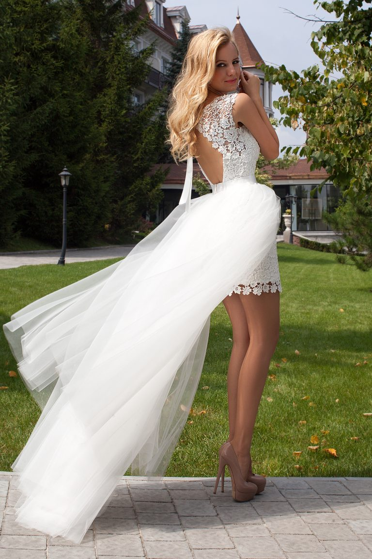 Robe de mariee courte devant avec manche