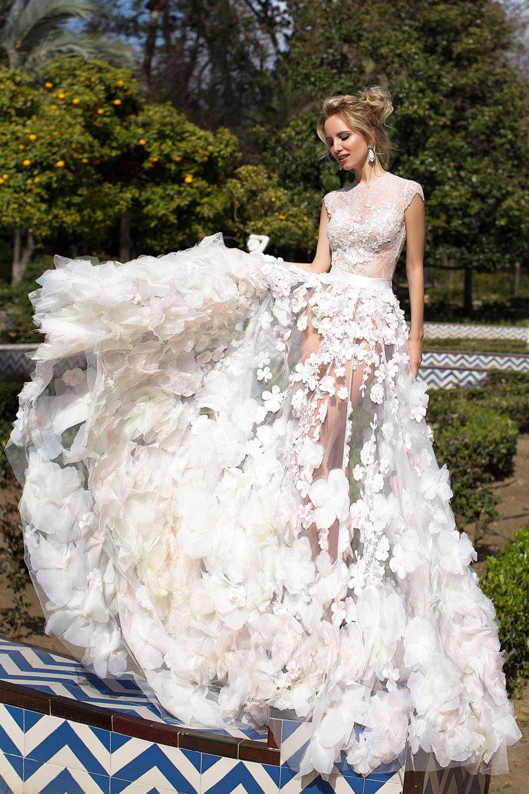 Robe de mariée luxe ornée de fleurs