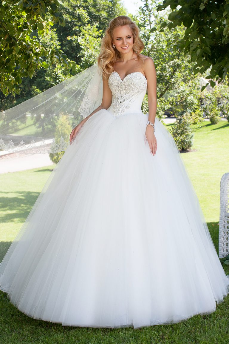 Robe de mariée princesse ornée de cristaux