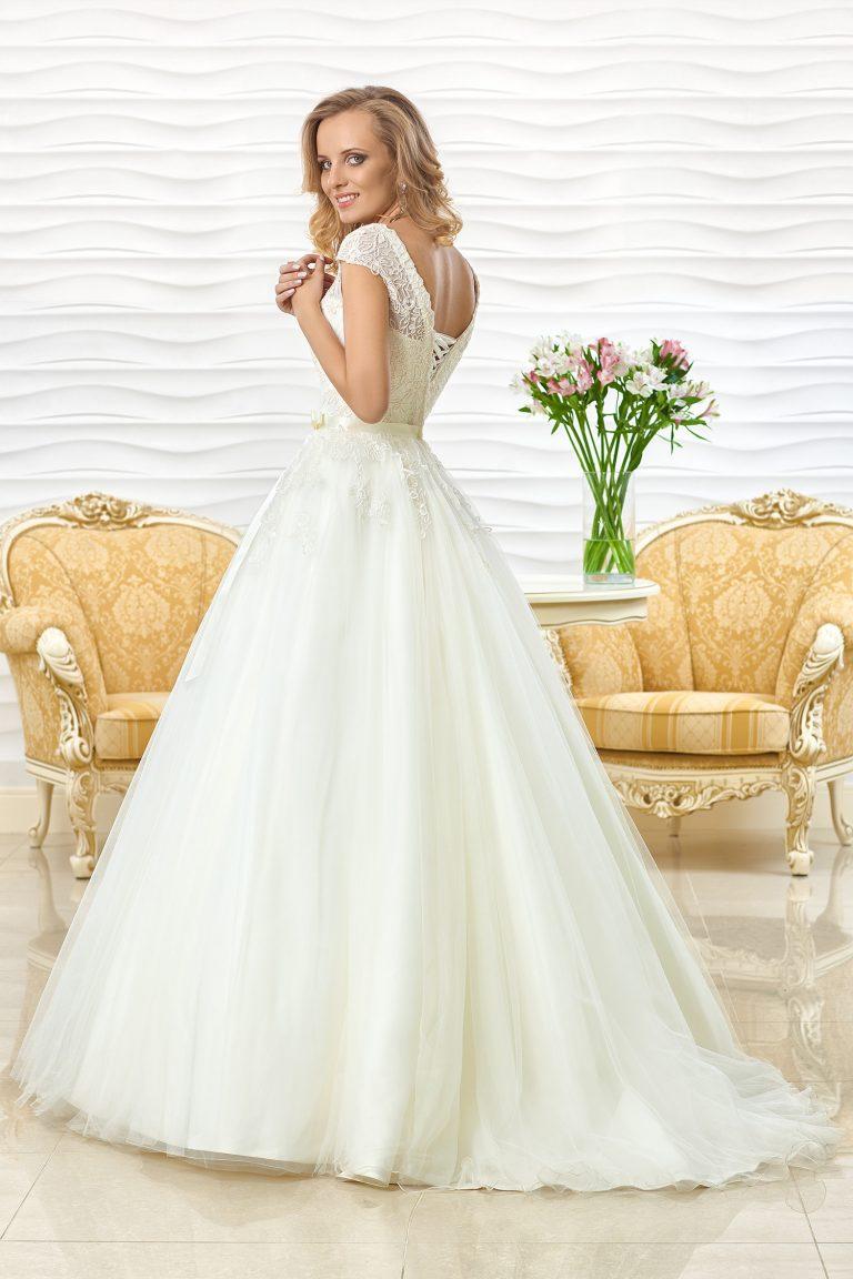Robe de mariage brodée de dentelle