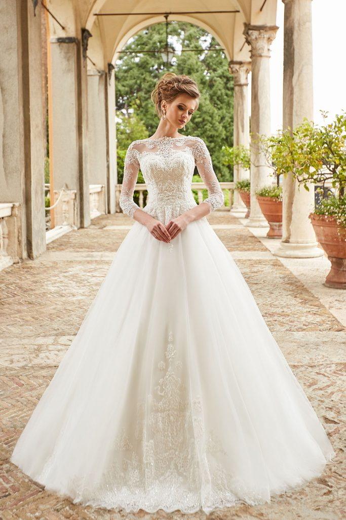 robe de mariee princesse en dentelle couvrante