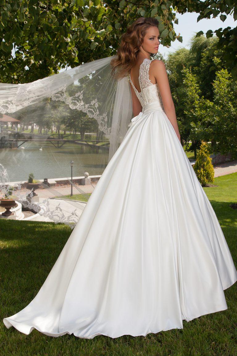 Robe de mariée silhouette en A en satin duchesse