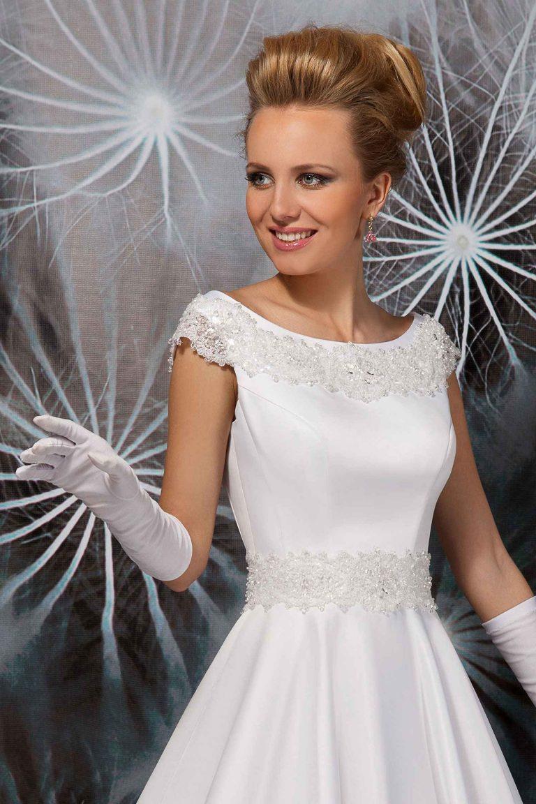 Robe de mariée en satin duchesse à col rond
