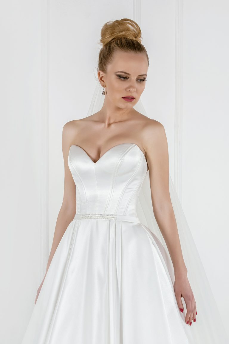 Robe de mariage A-Line avec bustier cœur