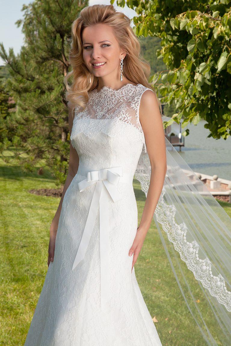 Robe de mariée fourreau bustier droit