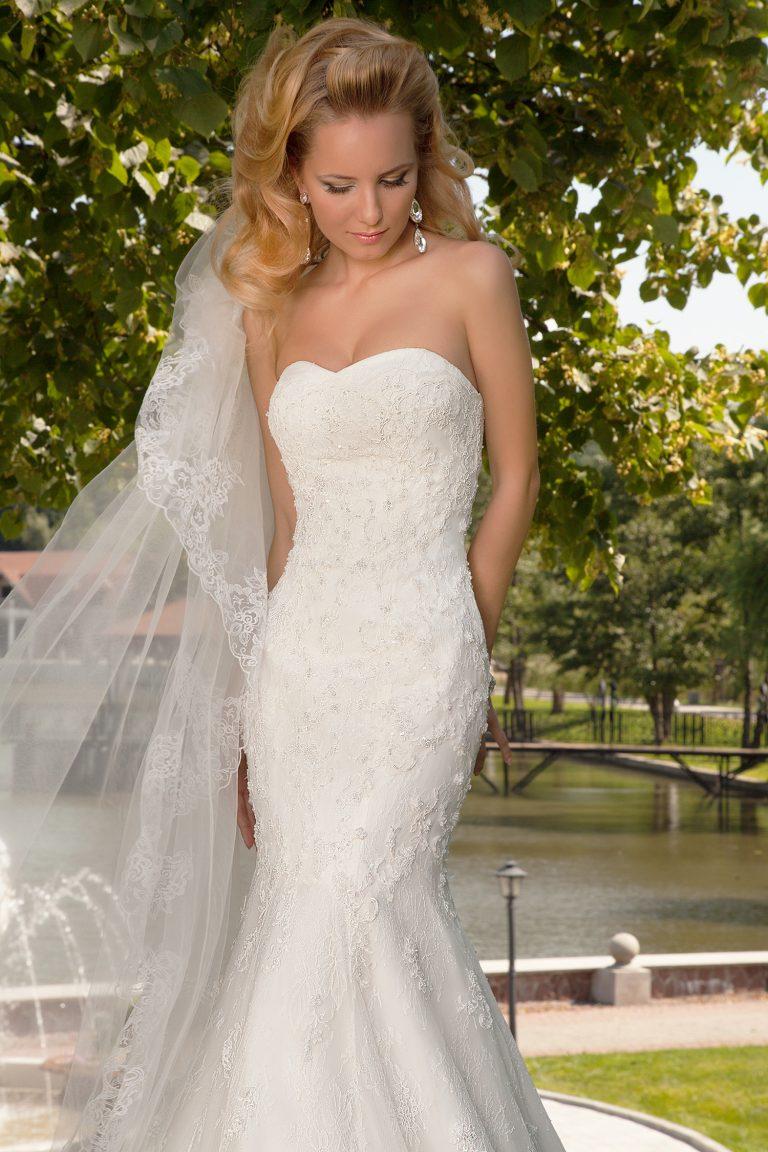 Robe de mariée sirène en dentelle bustier cœur