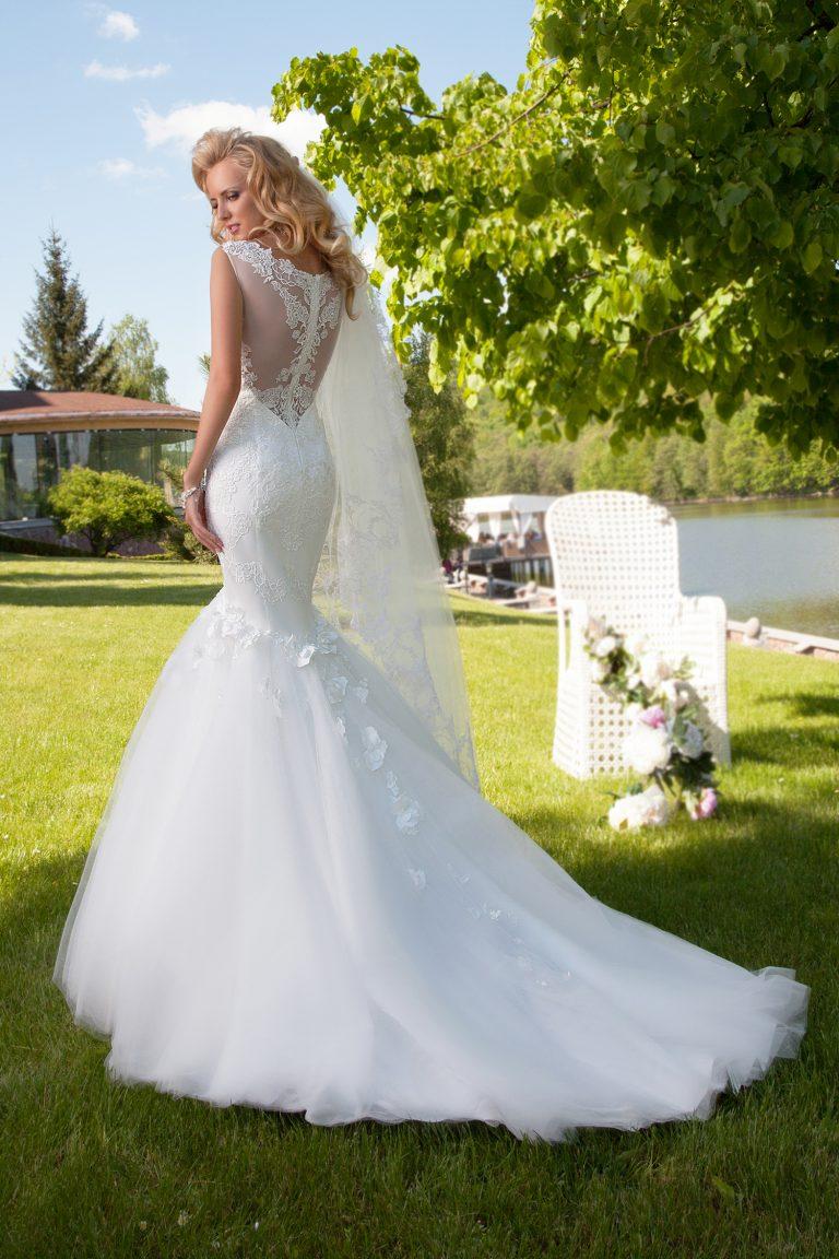 Robe de mariée sirène ornée de fleurs