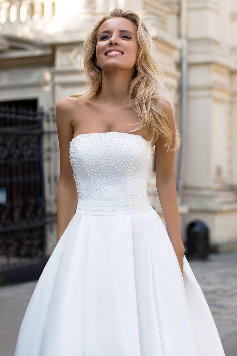 Robe de mariée avec bustier en plumetis