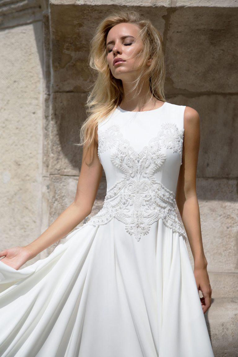 Robe de mariée fluide en satin duchesse