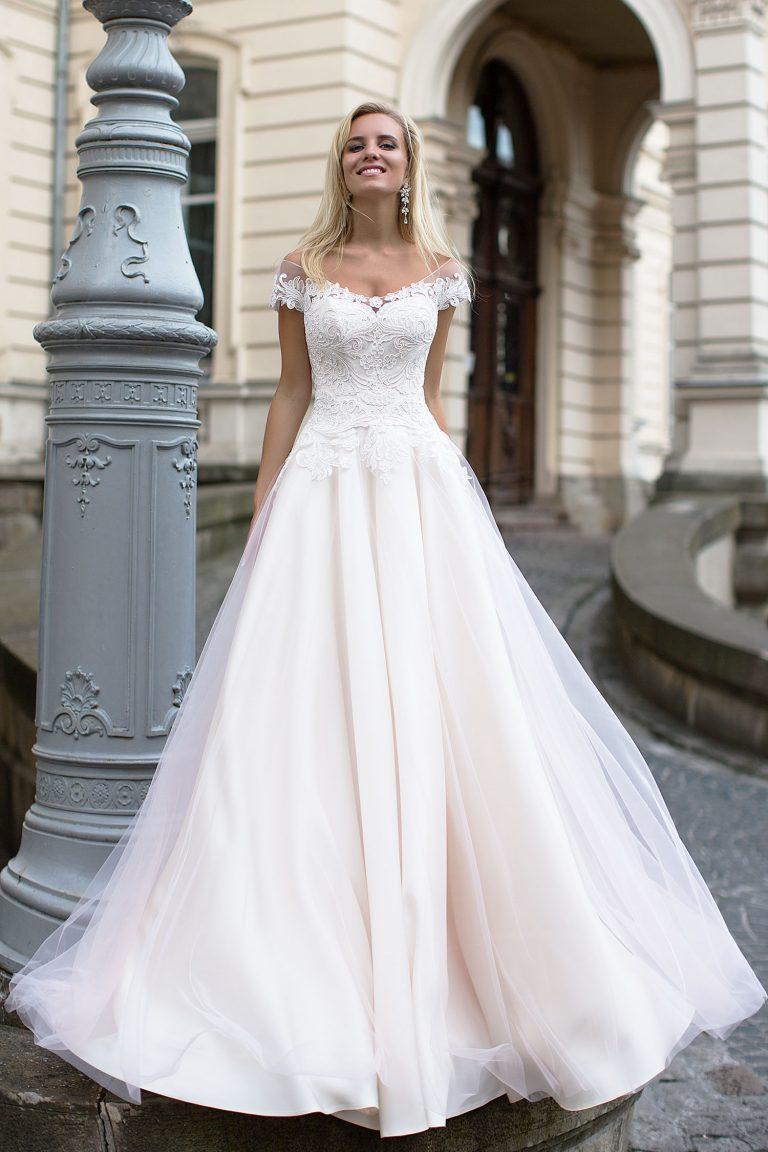 b574d8d99cc Robe de mariée fluide - Oksana Mukha Paris