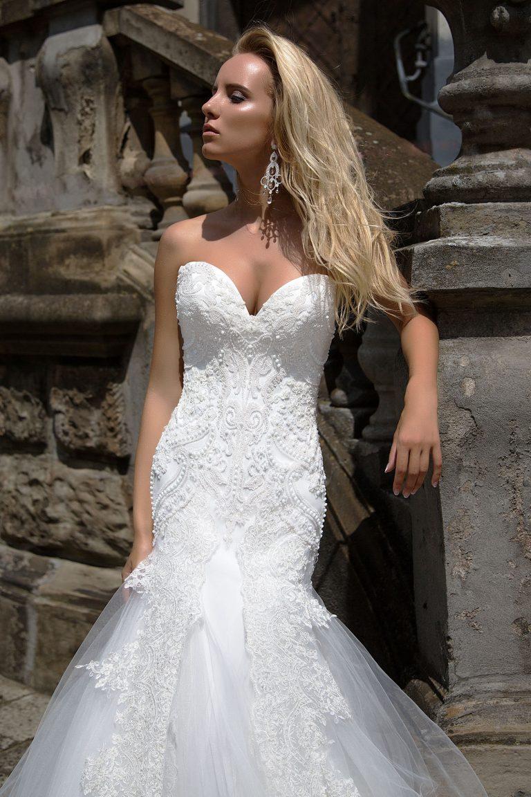 Robe de mariée fourreau en satin