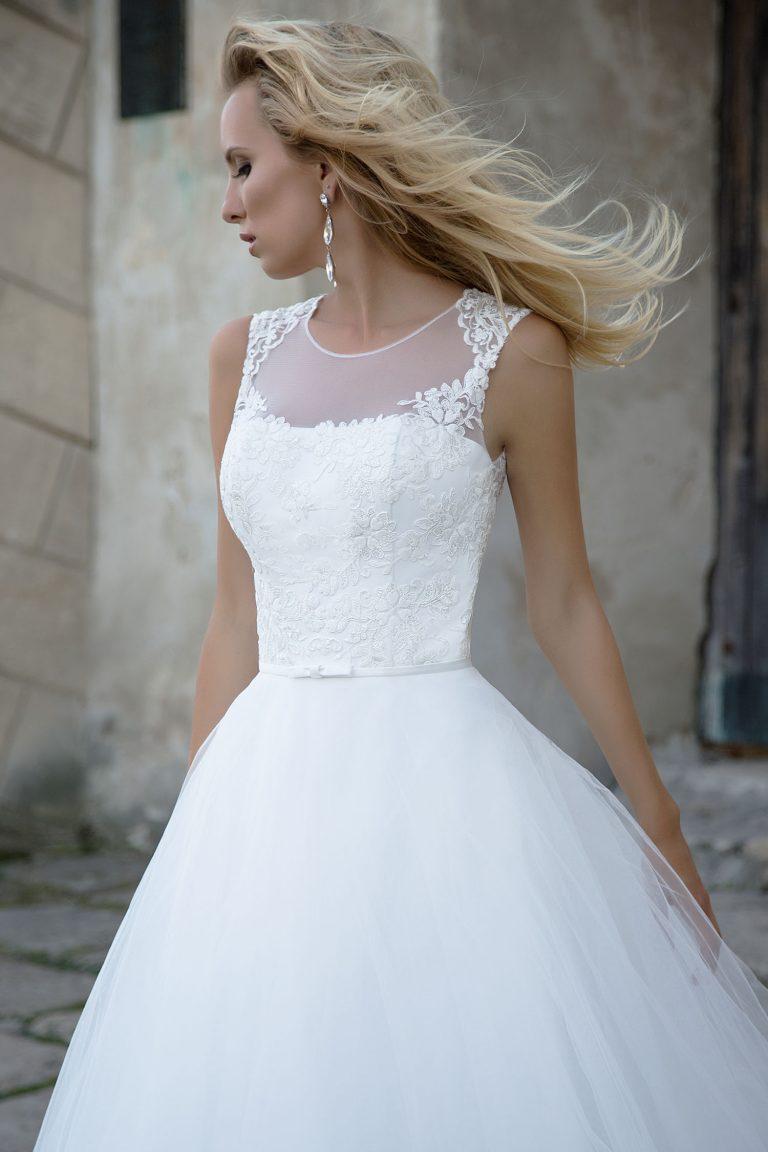 Robe de mariée brodée de dentelle