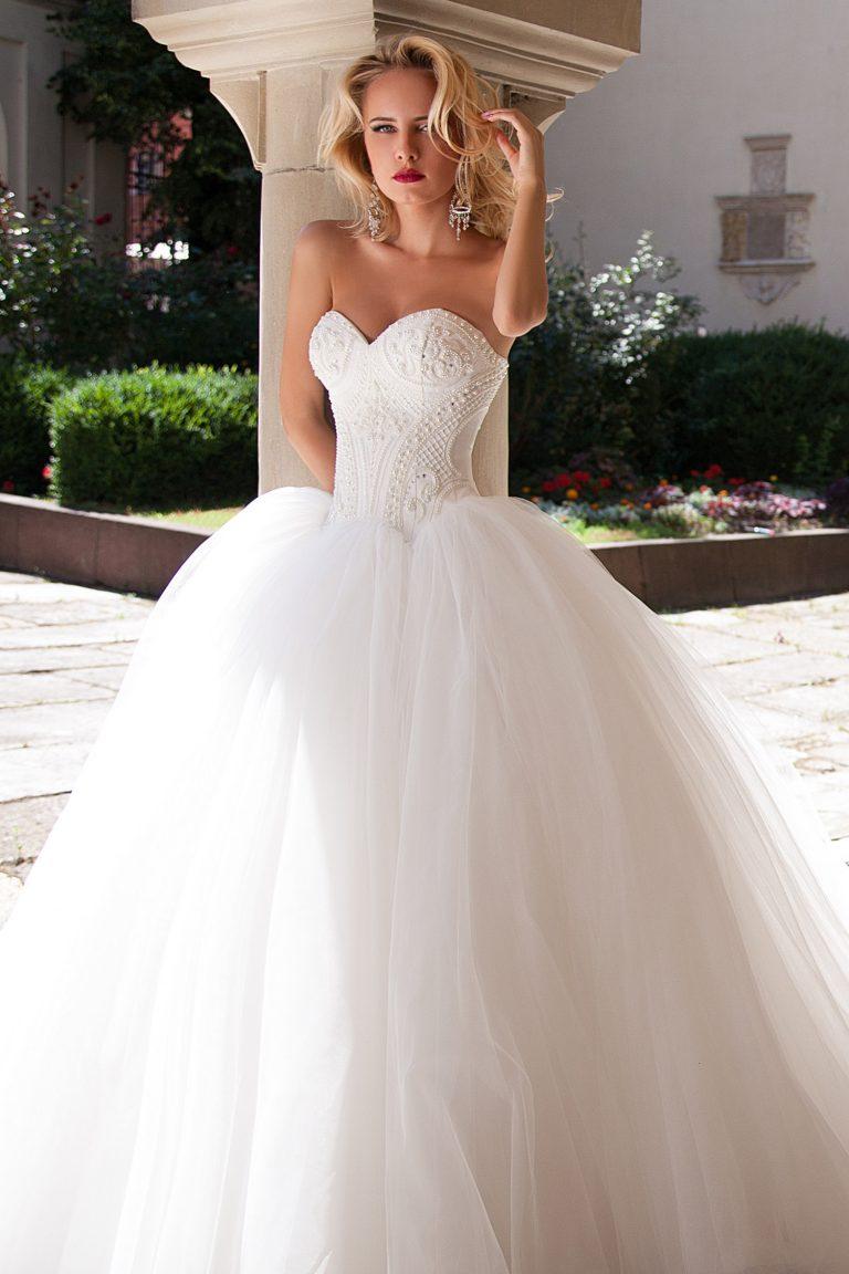 Robe de mariée princesse ornée de perles