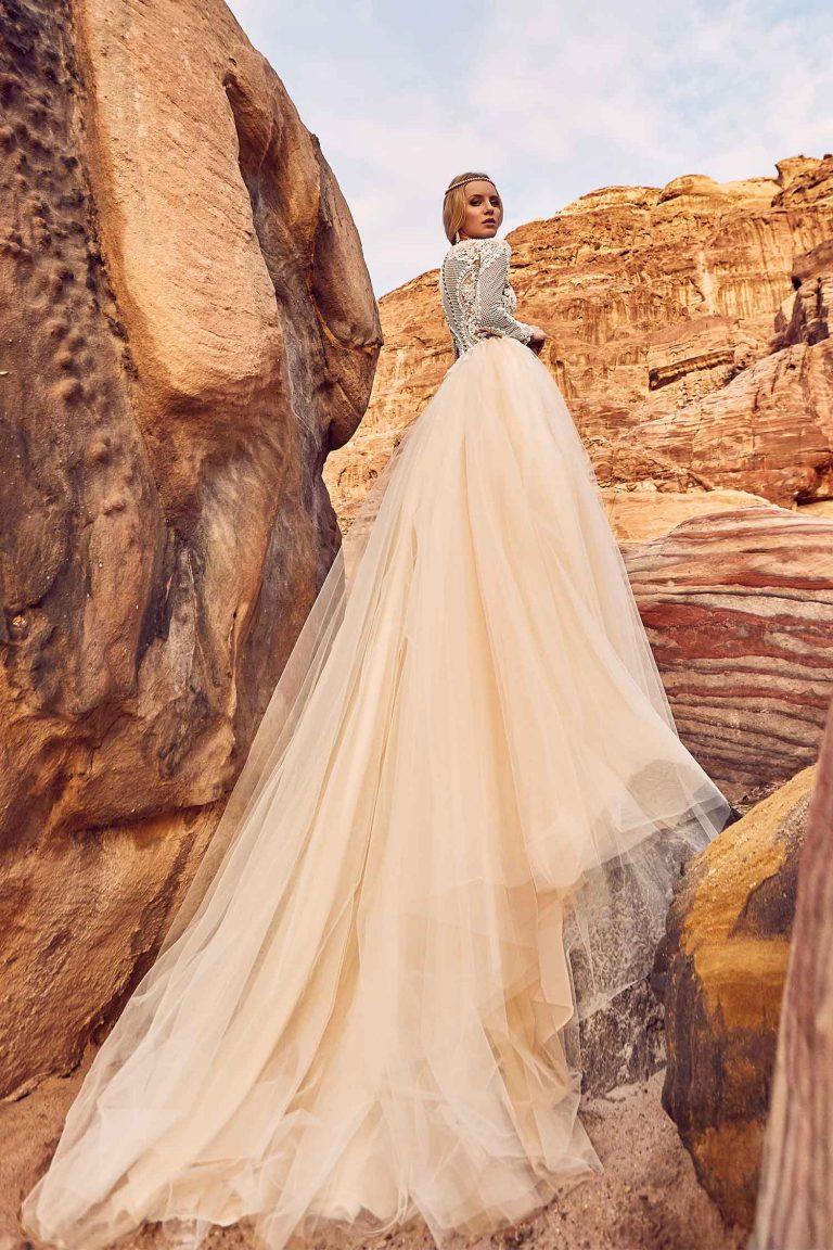 Robe de mariée princesse avec col haut brodé