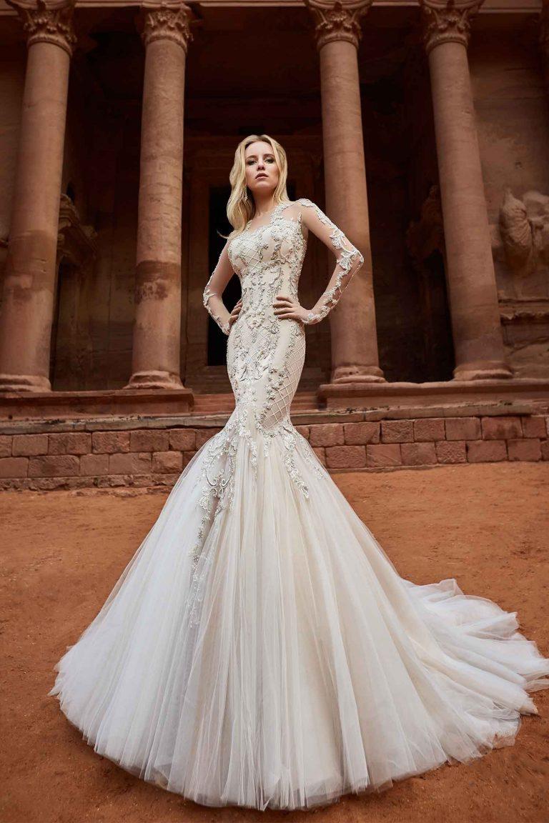 Robe de mariée sirène en satin brodée de perles