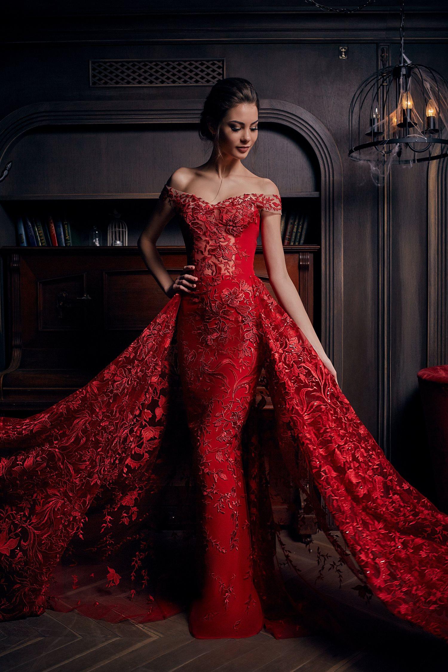 robe de soirée de luxe rouge avec traîne