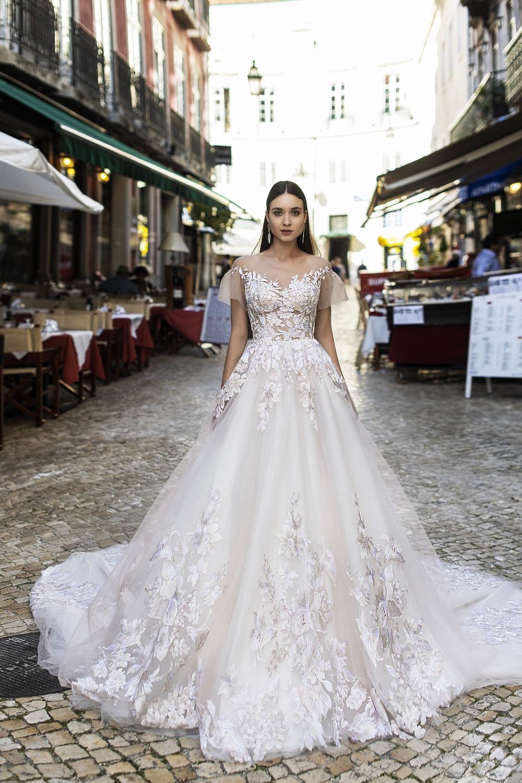 Robe de mariée brodée de fleurs
