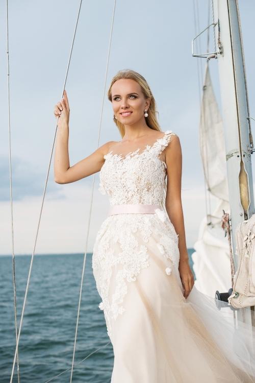 Robe de mariée assymétrique