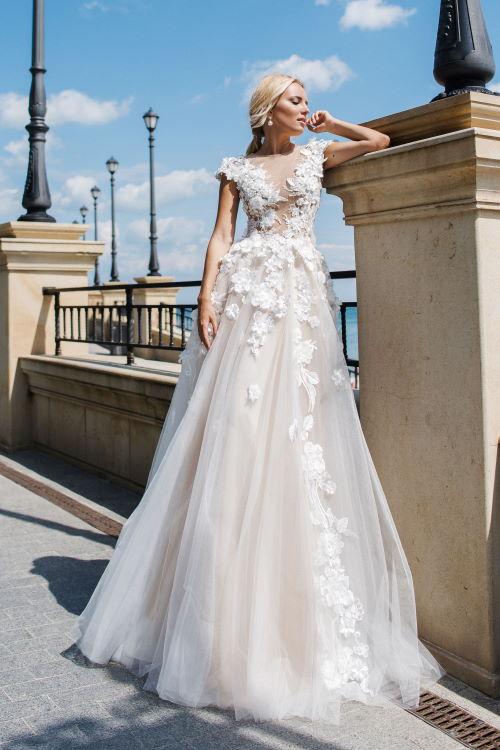 Robe de mariée bouillonnée de perles