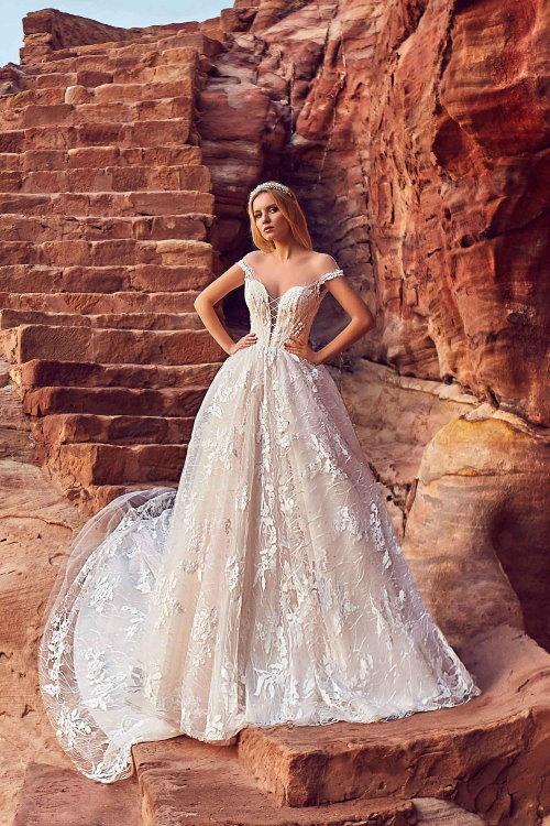 Robe de mariée princesse à col bateau
