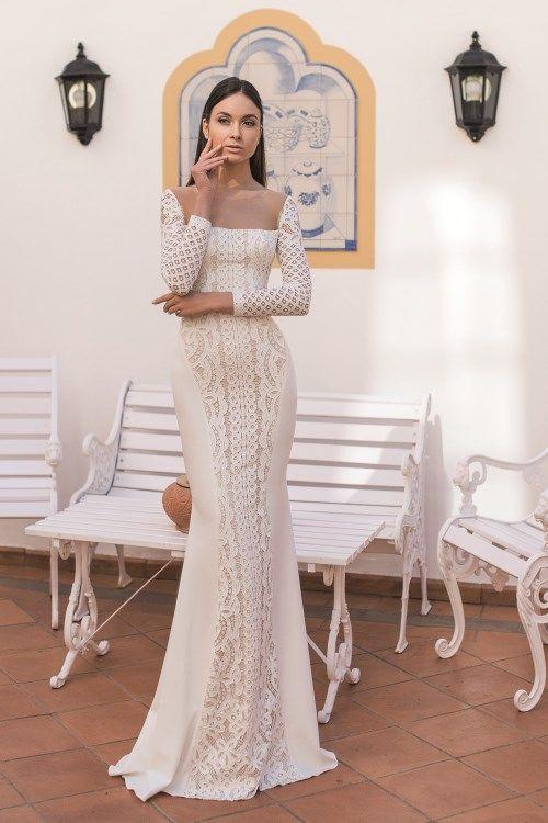 Robe de mariée fourreau à col droit