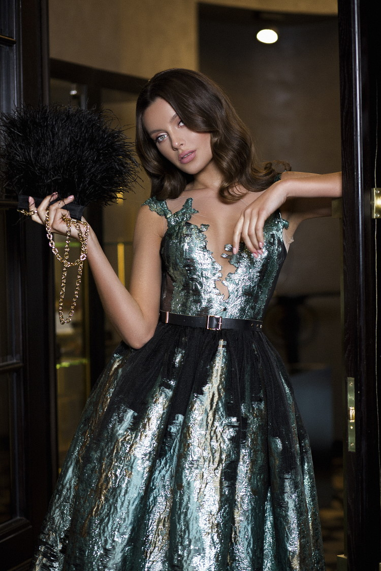 robe de soiree avec decollete illusion profond