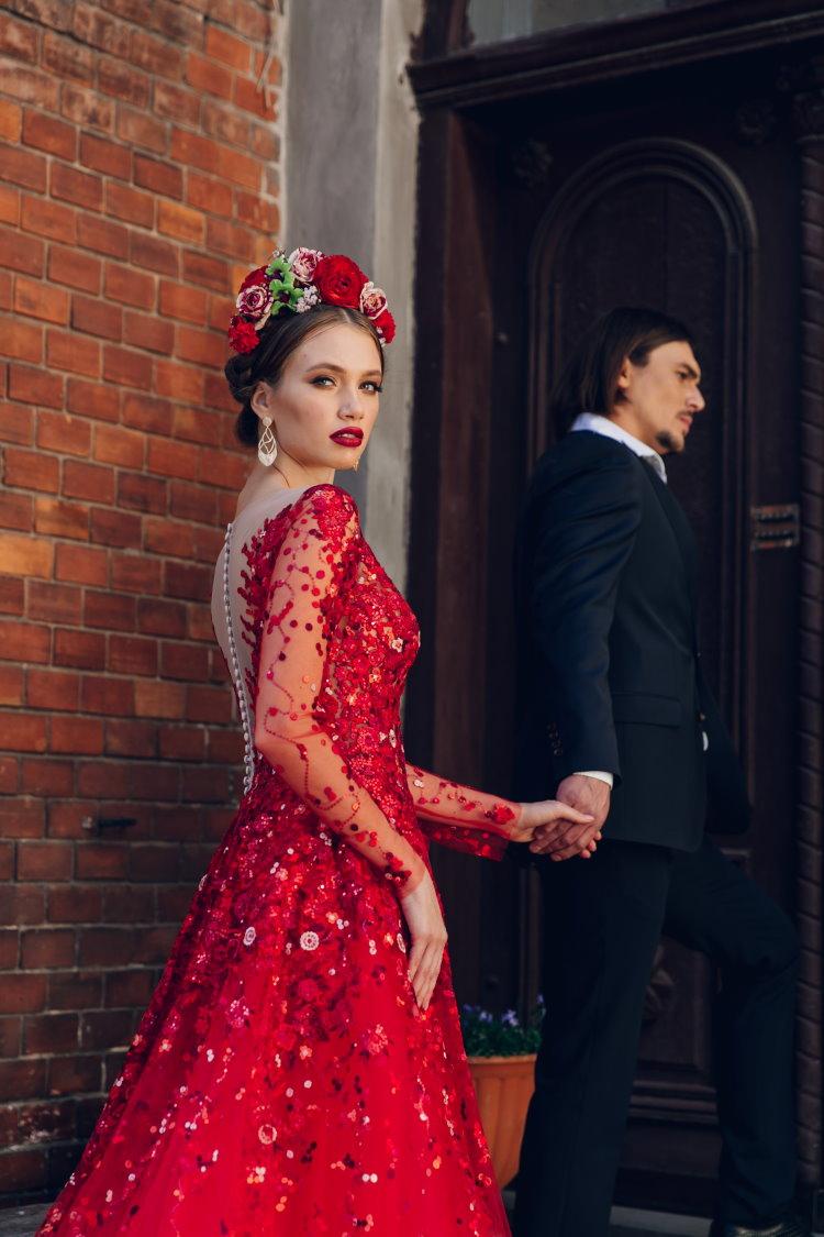 robe de soiree rouge avec col v dans le dos
