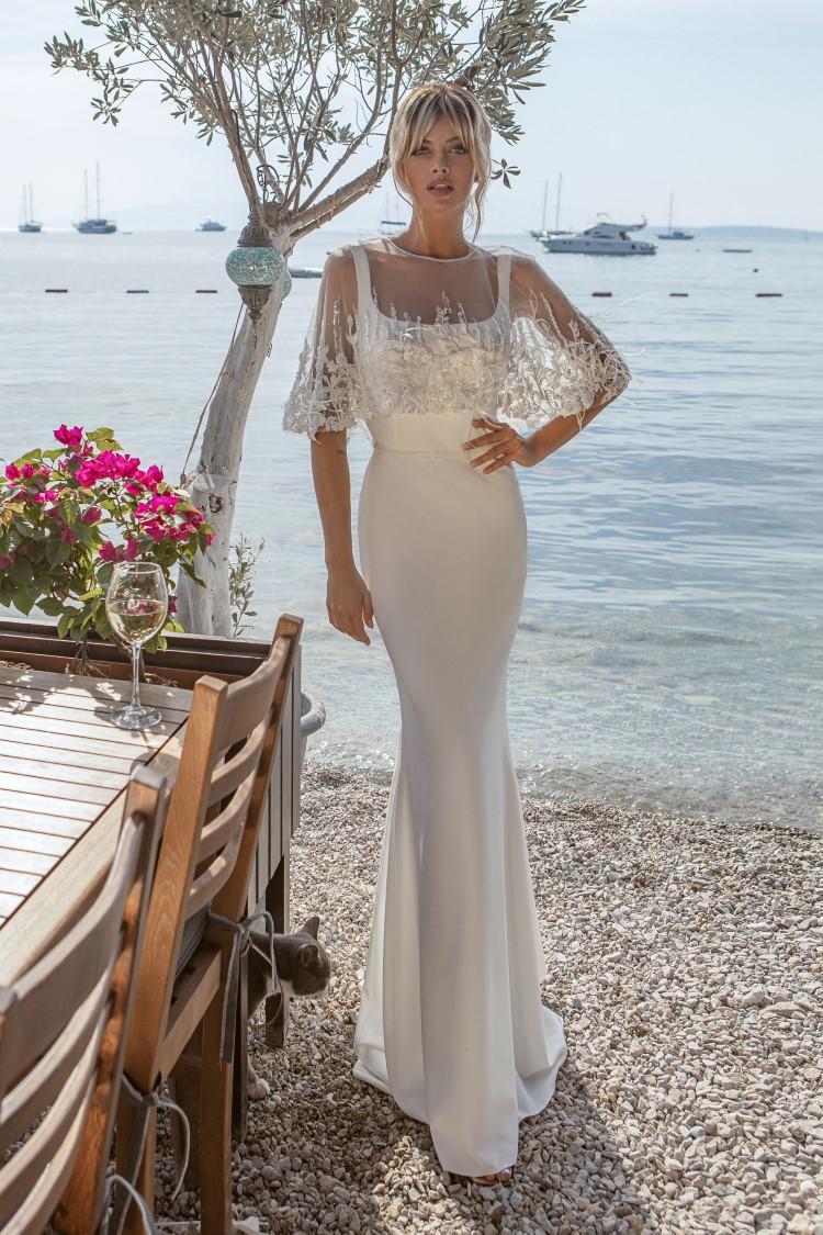 robe de mariee droite avec cape