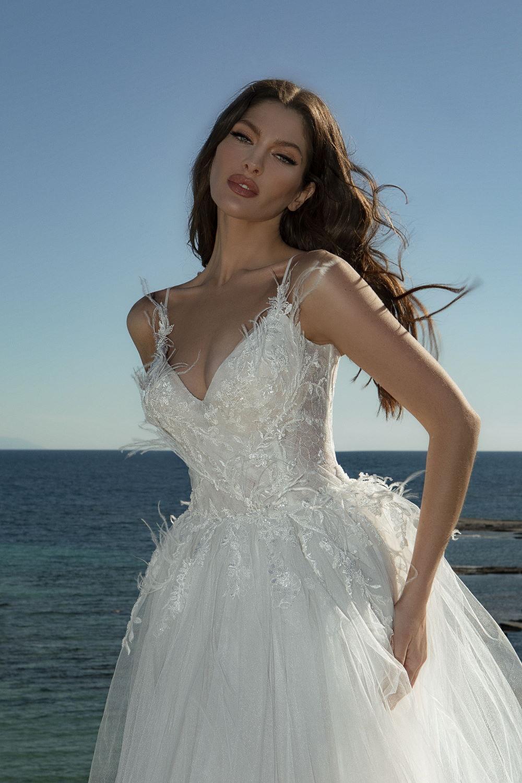 robe de mariee avec plumes 1
