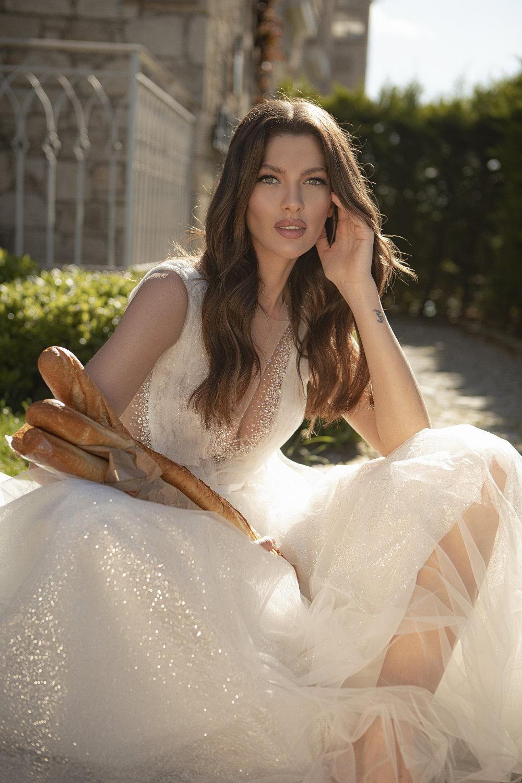 robe de mariee decollete en v brillant