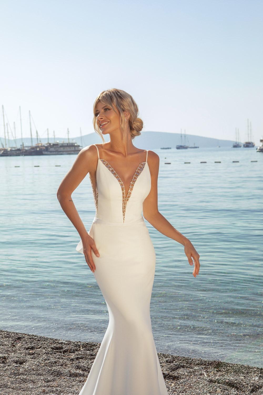 robe de mariee decollete strass