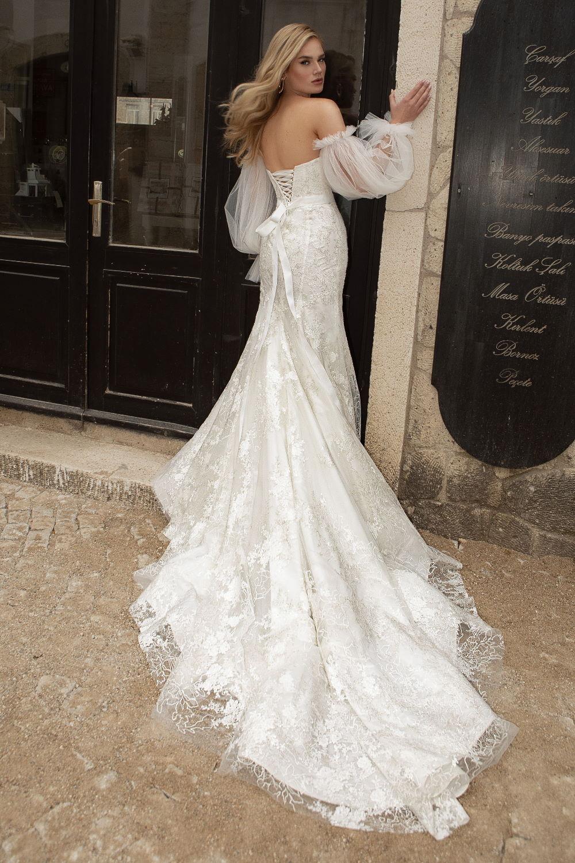 robe de mariee en dentelle lacee dans le dos