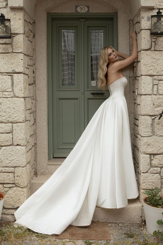 robe de mariee simple longue traine