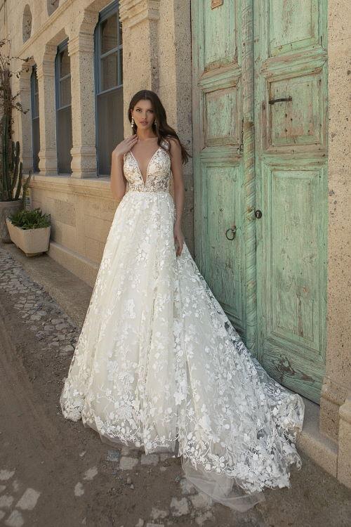 Robe de mariée décolleté et dos en V