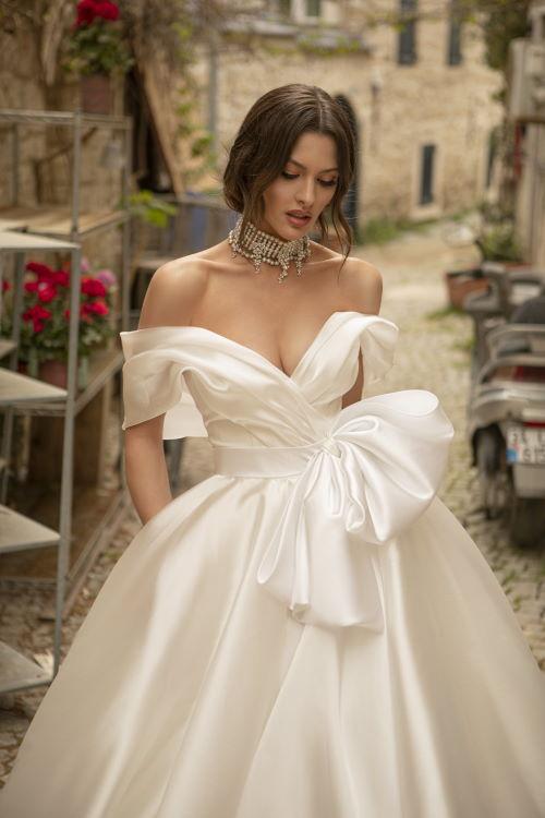 Robe de mariée encolure Bardot