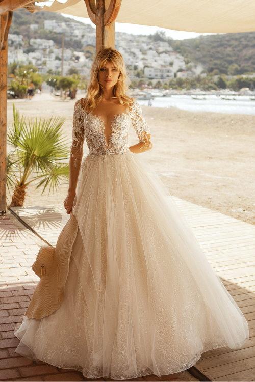 Robe de mariée décolletée en V